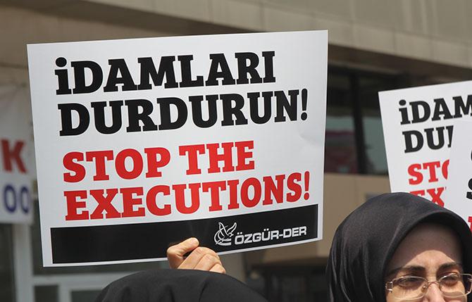 ozgur-der-banglades-kamaruzzaman-idam-protesto-05.jpg