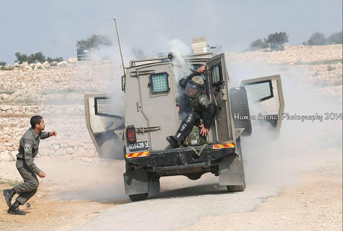 palestine-bilin_israel-filistin-israil-askeri-gaz-bombasi01.jpg