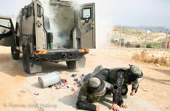 palestine-bilin_israel-filistin-israil-askeri-gaz-bombasi05.jpg