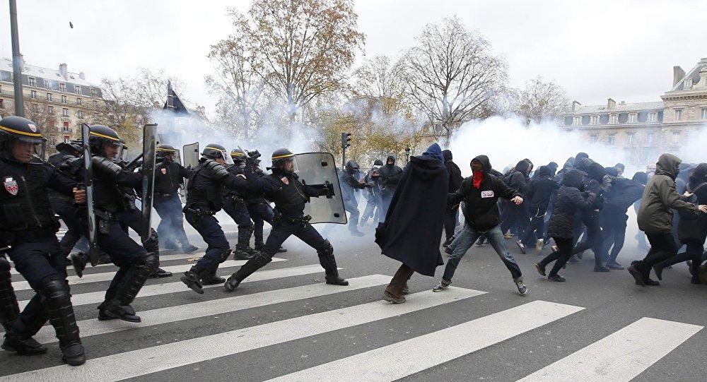 paris_polis_mudahalesi-(7).jpg