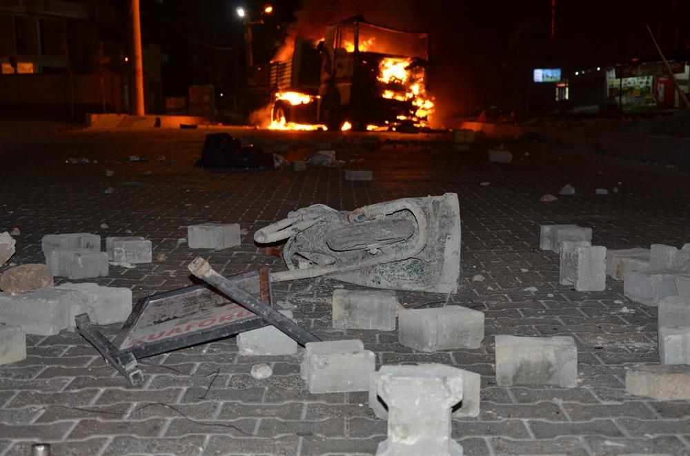 pkk_hdp_diyarbakir_kamyon_yakti-(1).jpg