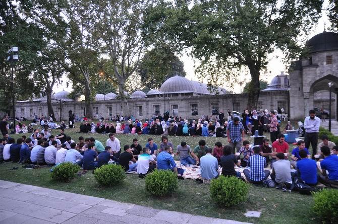 suleymaniye-iftar-20130728-12.jpg