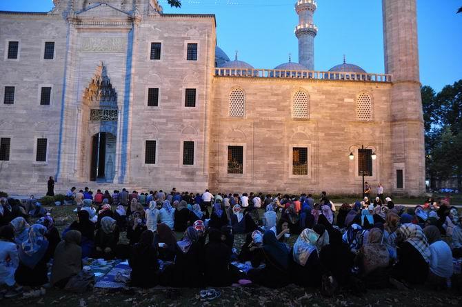 suleymaniye-iftar-20130728-6.jpg