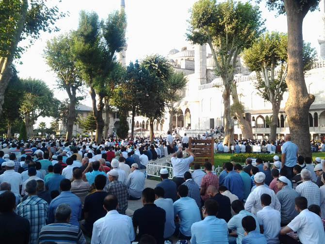 sultanahmet_bayram_namazi-(2).jpg