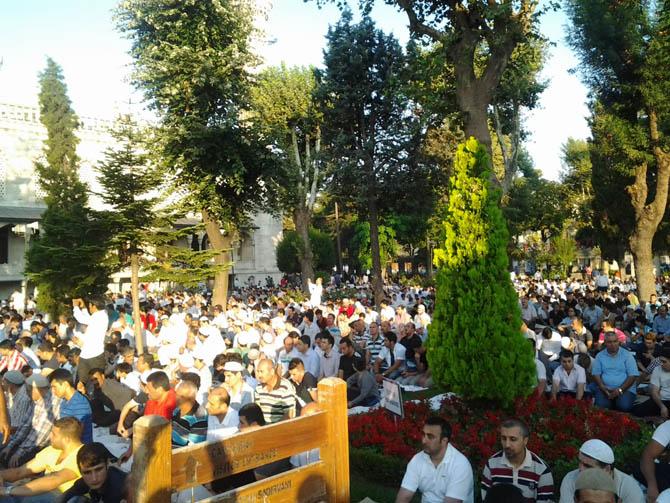 sultanahmet_bayram_namazi.jpg