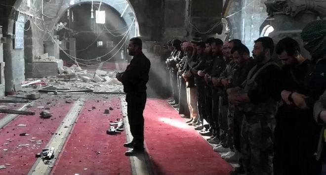 suriye-namaz-direnisciler_cami-mosque_fsa_syria.jpg