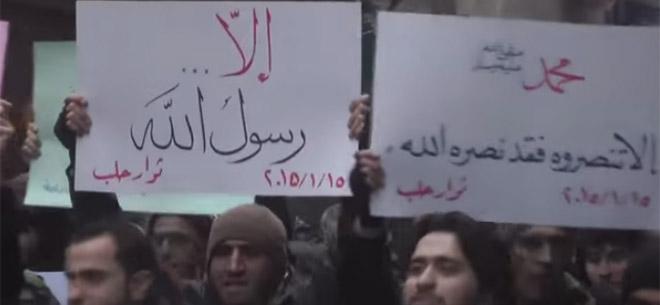 suriyede-charlie-hebdo-protestosu-idlib-je-suis-muhammed02.jpg