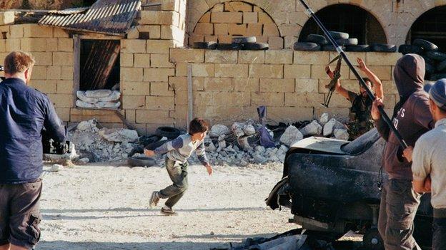suriyeli-cocuk-syrian-hero-boy-film-seti.jpg
