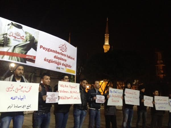 suriyeliler-sultanahmet-charlie-hebdo-protestosu03.jpg