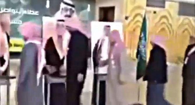 suudi-arabistan-kral-selman-karton-kral05.jpg
