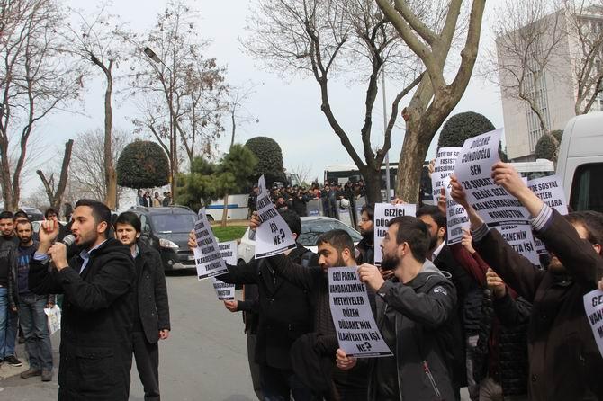 universite-gencligi-ducane-cundioglu-konferansini-protesto-etti01.jpg