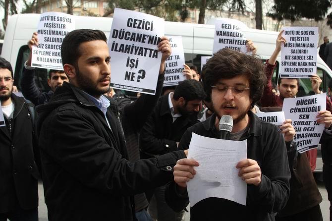 universite-gencligi-ducane-cundioglu-konferansini-protesto-etti04.jpg