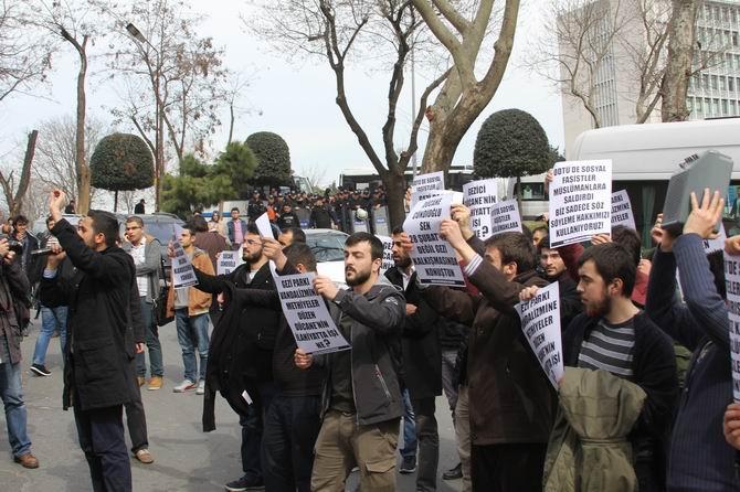universite-gencligi-ducane-cundioglu-konferansini-protesto-etti05.jpg