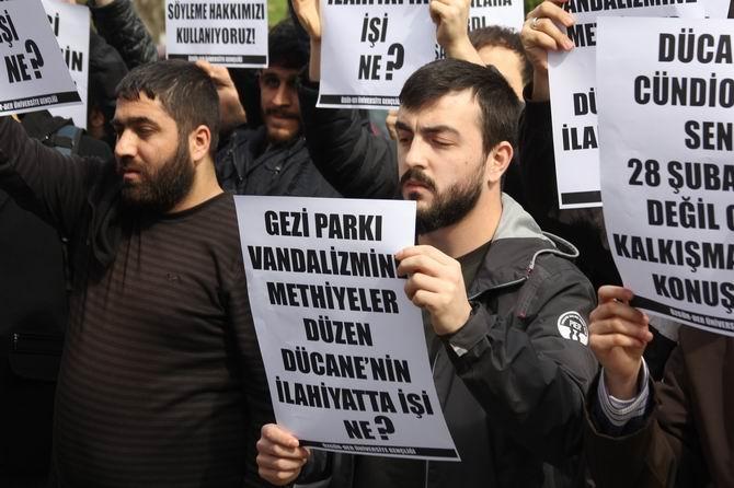 universite-gencligi-ducane-cundioglu-konferansini-protesto-etti06.jpg