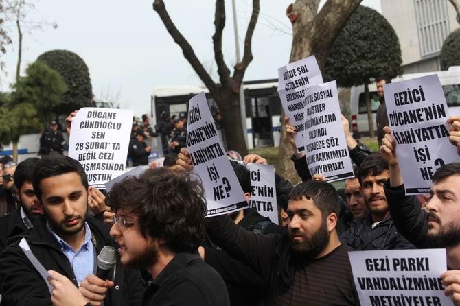 universite-gencligi-ducane-cundioglu-konferansini-protesto-etti07.jpg