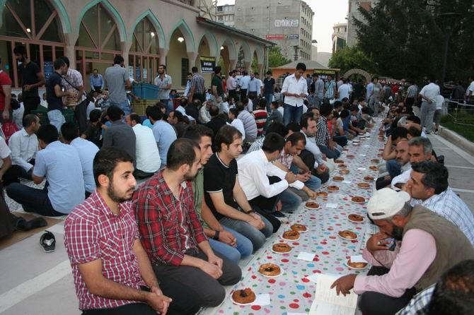 van-iftar-20130802-1.jpg