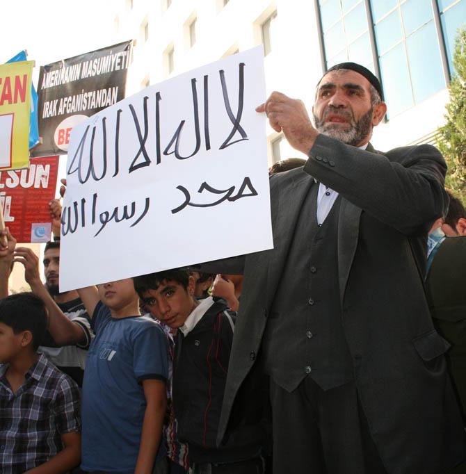 van_muhammede_hakaret_filmi_protesto-(5).jpg
