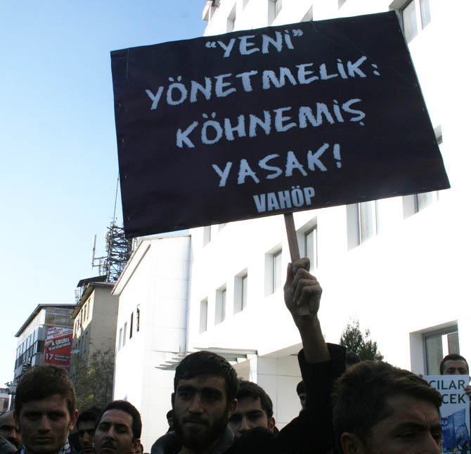 van_yonetmelik_protesto_basortu_vahop-(10).jpg