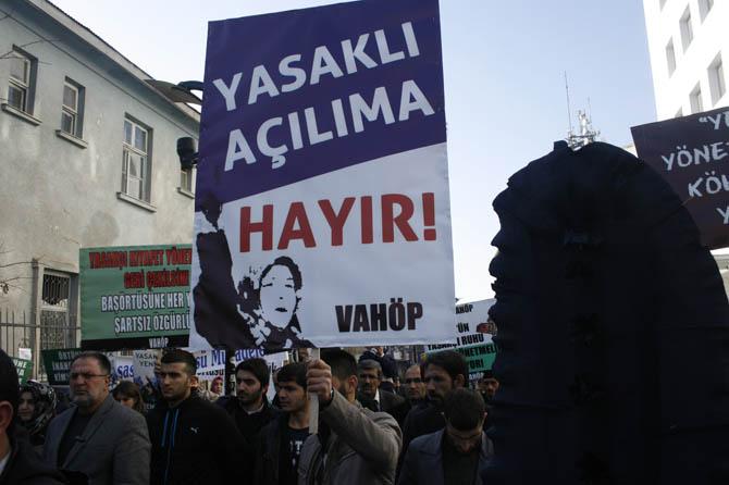 van_yonetmelik_protesto_basortu_vahop-(6).jpg