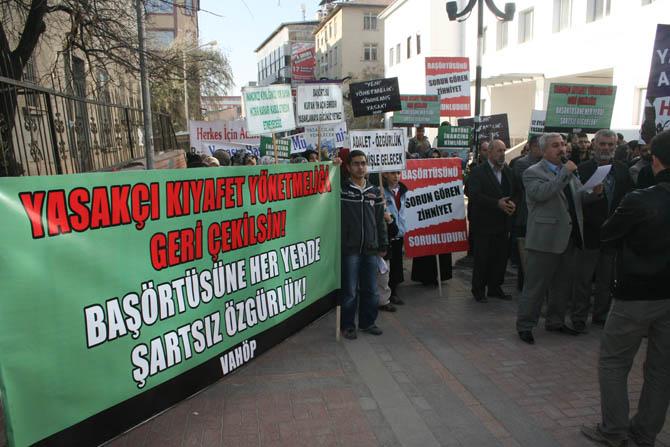 van_yonetmelik_protesto_basortu_vahop-(8).jpg