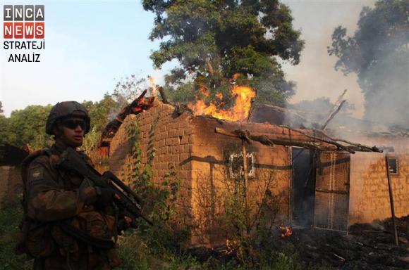 yanmakta-olan-bir-muslumanin-evini-korumayan-fransiz-askeri-3-ocak-2014-inca.jpg