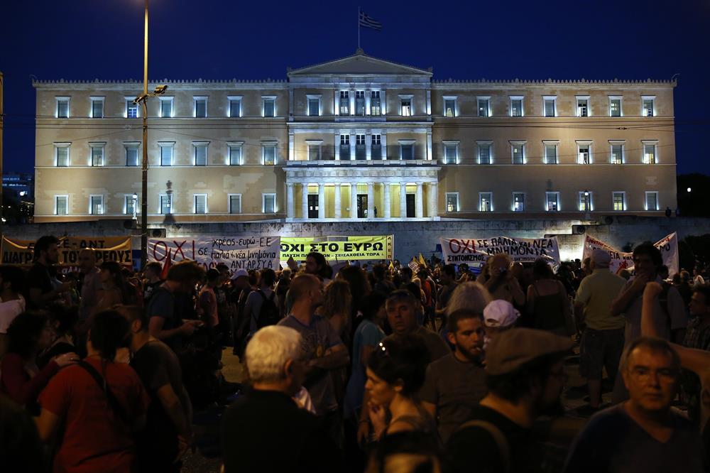 yunanistan_atina_kurtarma_paketi_protestosu-(1).jpg