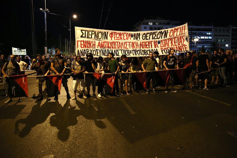 yunanistan_atina_kurtarma_paketi_protestosu-(2).jpg