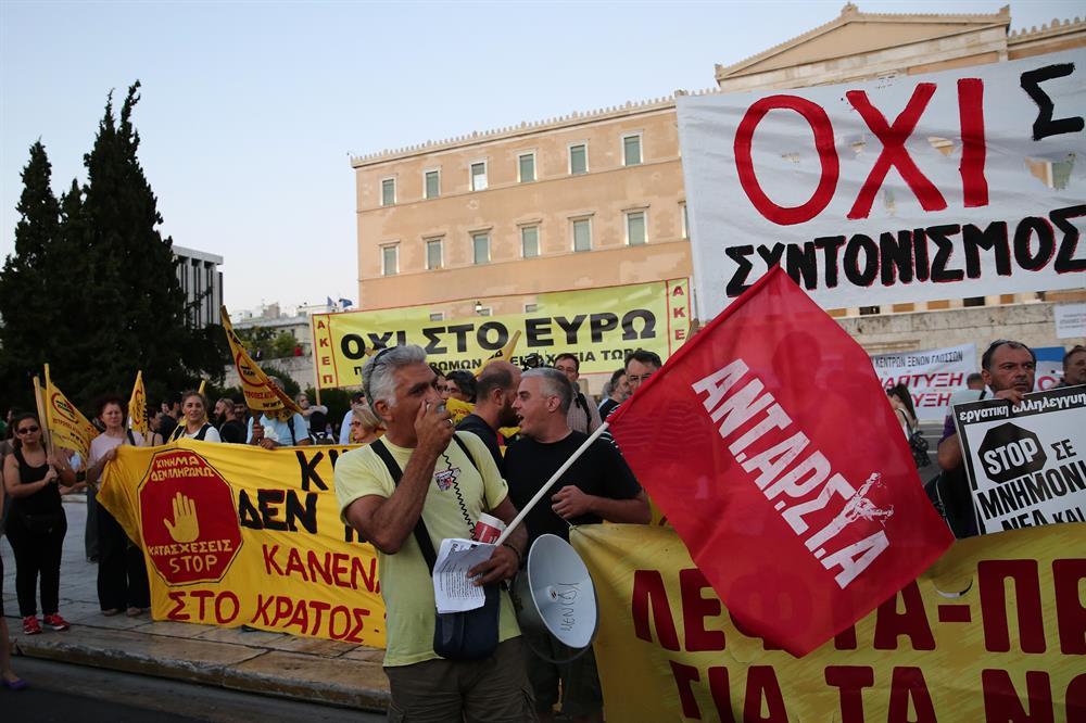 yunanistan_atina_kurtarma_paketi_protestosu-(3).jpg
