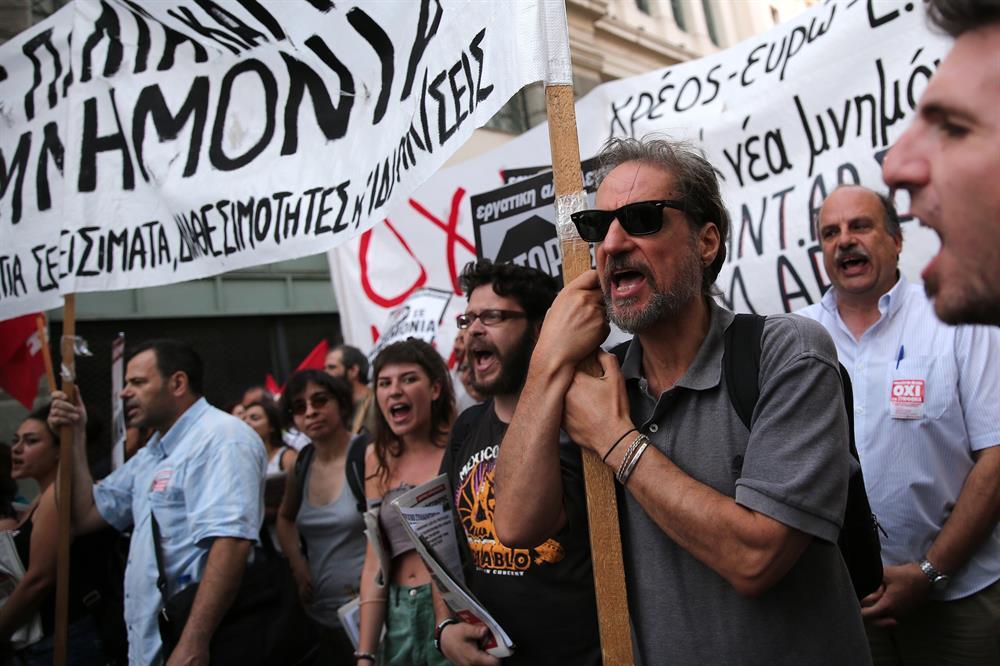 yunanistan_atina_kurtarma_paketi_protestosu-(6).jpg
