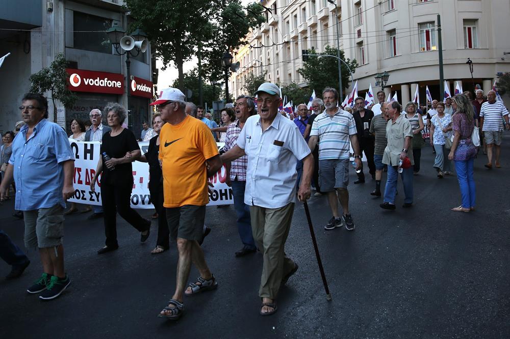 yunanistan_atina_kurtarma_paketi_protestosu-(7).jpg