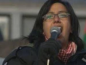 "Filistinli Şair Aktivist Rafeef Ziadah'in ""Shades of Anger"" Şiiri"