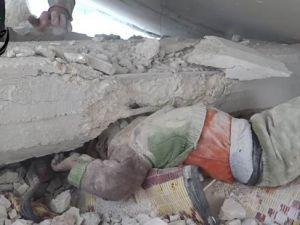 Bombardıman Altında İki Çocuk