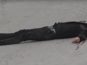 Siyonistler Yaralı Filistinli'yi Sokak Ortasında Katletti