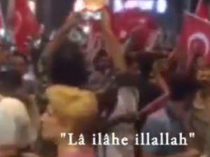 Darbeye Karşı Mekke'nin Fethi Marşıyla Yürüdüler