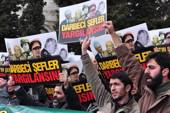 Beyazıt'ta 28 Şubat Darbesi Protestosu